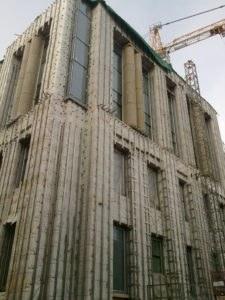 общий вид фасада с колоннами