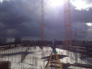 ухудшение погодных условий на стройке