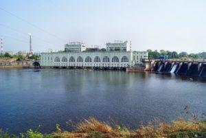 вид на ГЭС с противоположного берега