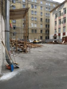 фасадные работы. строительный мусор