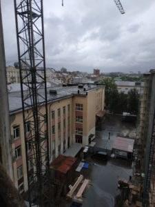 вертикальный подъемник по фасаду