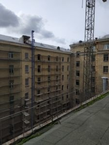 фасад в процессе реставрационных работ