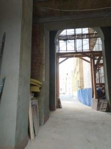 реставрация фасада арки в процессе