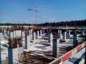 строительный кран и колонны